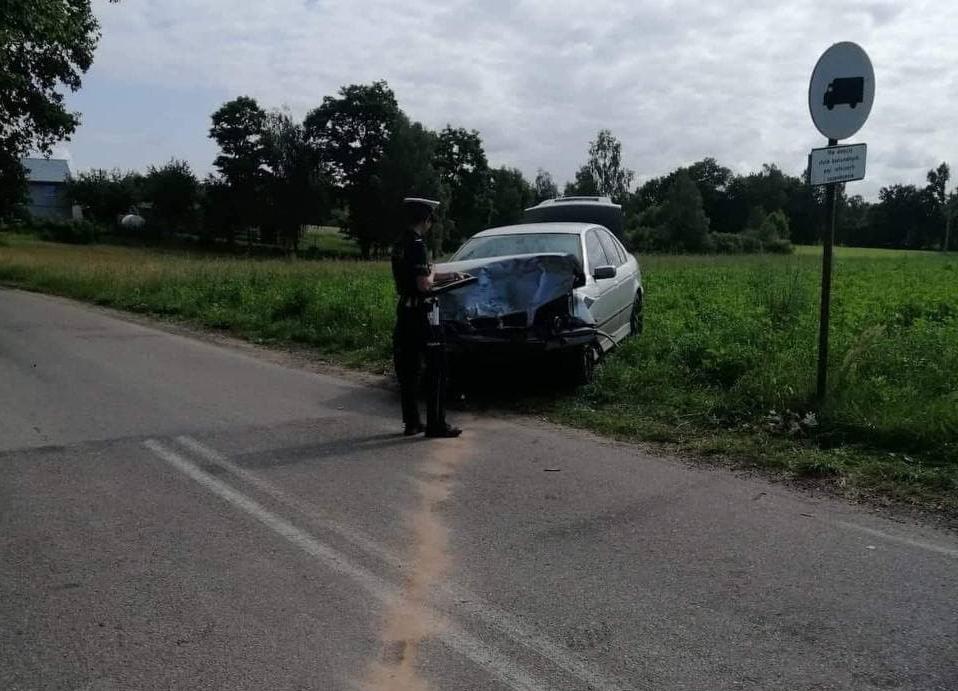 Wypadek na trasie Kościerzyna - Stara Kiszewa. Do szpitala trafił 55-letni kierowca opla