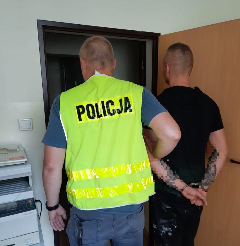 Odurzona kierująca i pasażer z narkotykami zatrzymani przez policjantów w Czersku