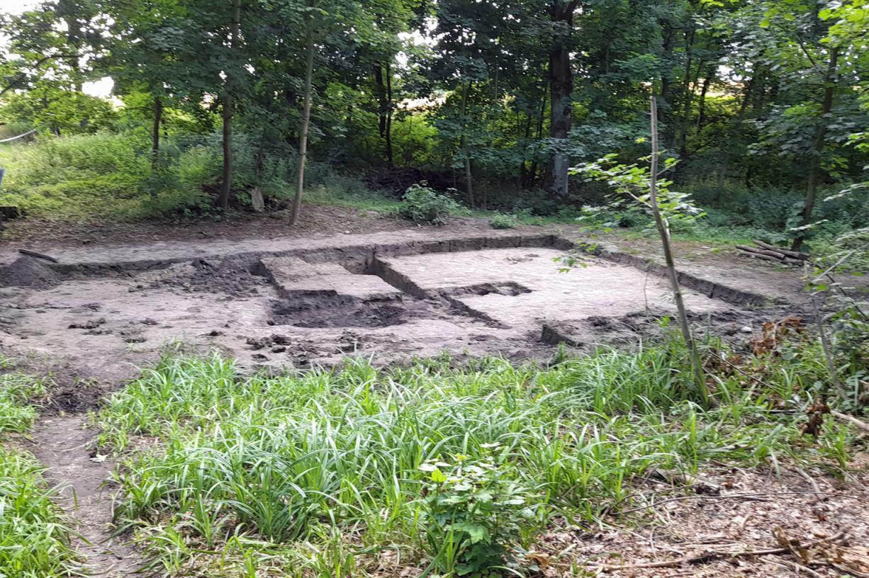 Znaleziono tu niemal tonę ludzkich kości. W chojnickiej Dolinie Śmierci zakończyły się prace ekshumacyjne ROZMOWA