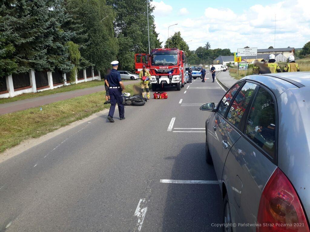 Zderzenie opla z motocyklem. 65-latka ukarana za spowodowanie kolizji drogowej w Charzykowach k. Chojnic