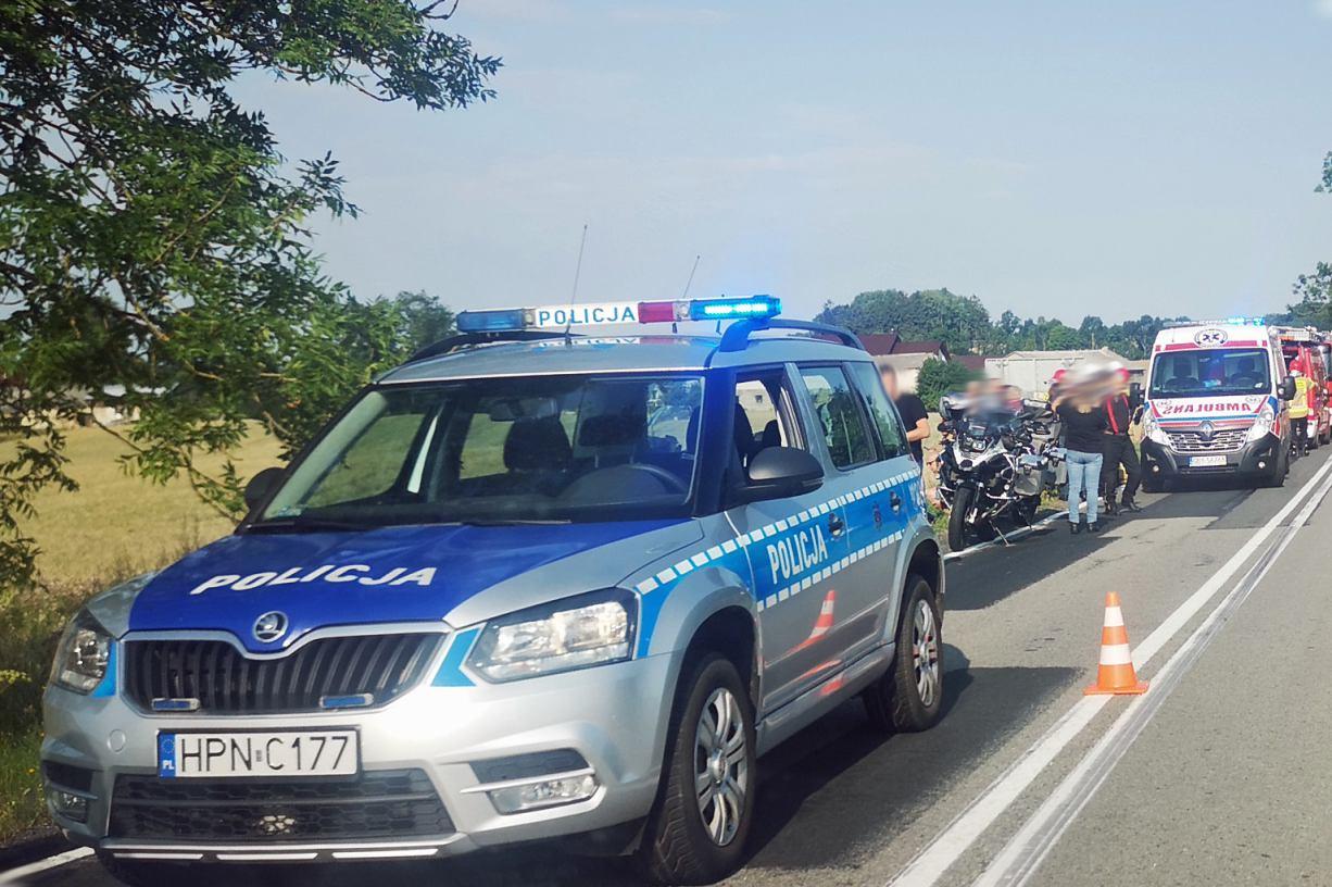Wypadek z udziałem motocyklisty na drodze krajowej nr 20 w okolicach Bytowa