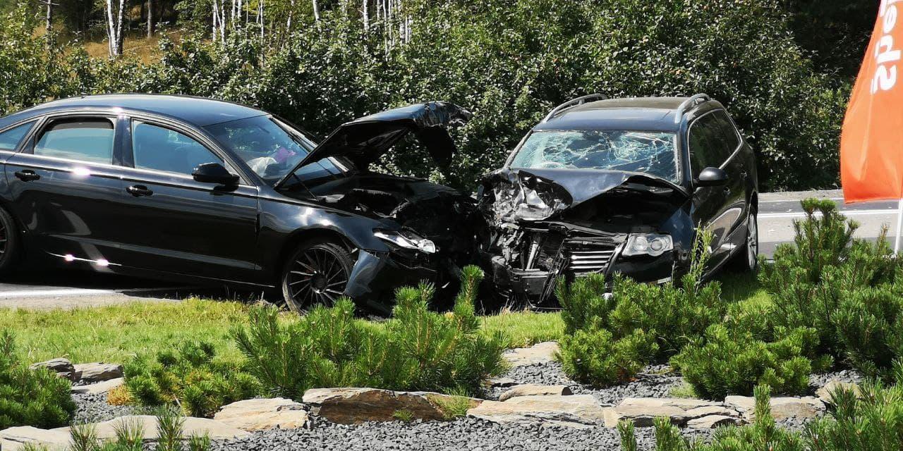 Zderzenie trzech samochodów w Udorpiu, koło Bytowa. Trzy osoby poszkodowane
