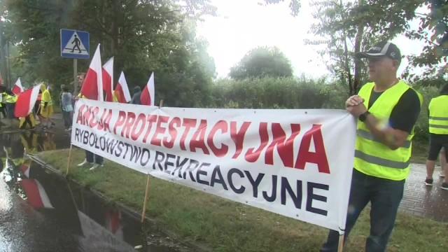 Protest armatorów rybołówstwa na Pomorzu. Blokowali drogę na Hel