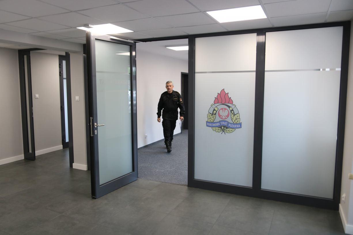 Część administracyjna Komendy Powiatowej Państwowej Straży Pożarnej w Człuchowie została przebudowana FOTO