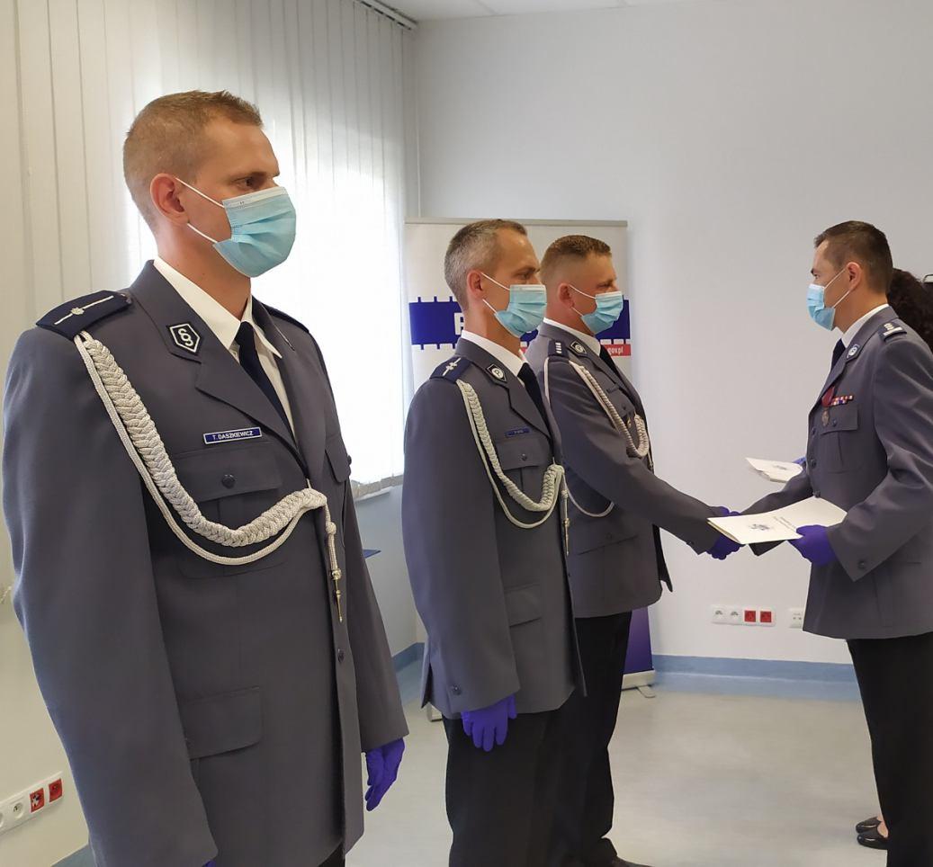12 policjantów z Komendy Powiatowej w Sępólnie Krajeńskim odebrało awanse zawodowe podczas święta policji FOTO