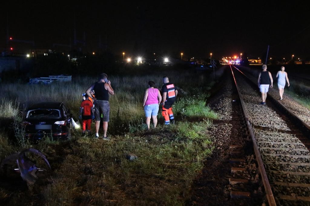 Osobówka zderzyła się z szynobusem w Chojnicach. Do szpitala trafił 25-letni kierowca samochodu FOTO
