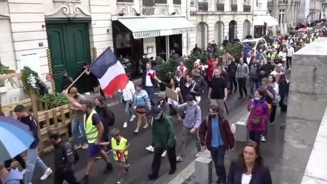 We Francji nie ustają protesty przeciwko restrykcjom dla osób bez paszportów covidowych