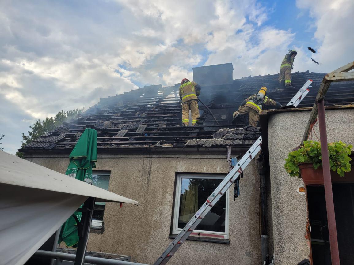 W Czersku spłonął dom jednorodzinny. Straty są bardzo duże. Na chwilę obecną budynek nie nadaje się do zamieszkania FOTO