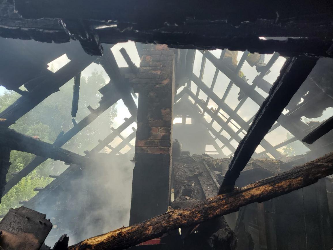 70 tys. zł strat po pożarze domu jednorodzinnego w Czersku
