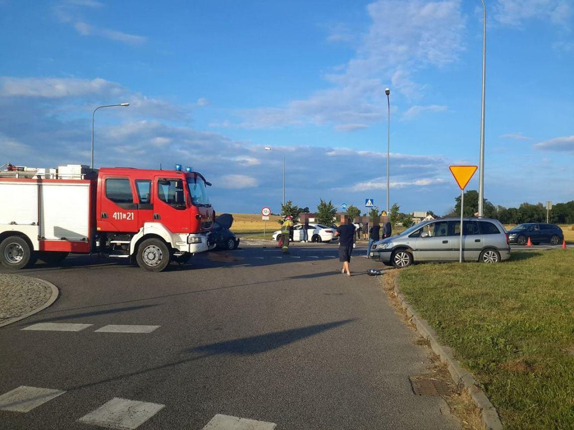Trzy osoby trafiły do szpitala w wyniku wczorajszego zderzenia na drodze wojewódzkiej nr 240 w okolicach Chojnic FOTO