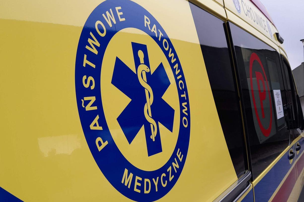 Dwie osoby ranne po zderzeniu osobówki ze skuterem na drodze krajowej nr 22 w Jeziorkach koło Chojnic