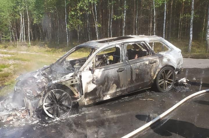Pożar samochodu osobowego w okolicach Rzepicznej w powiecie tucholskim