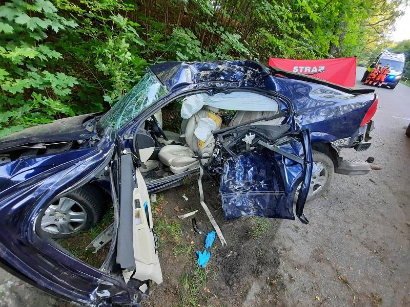 19-latek z Bytowa poniósł śmierć w wypadku, do którego doszło w niedzielę na drodze wojewódzkiej nr 214