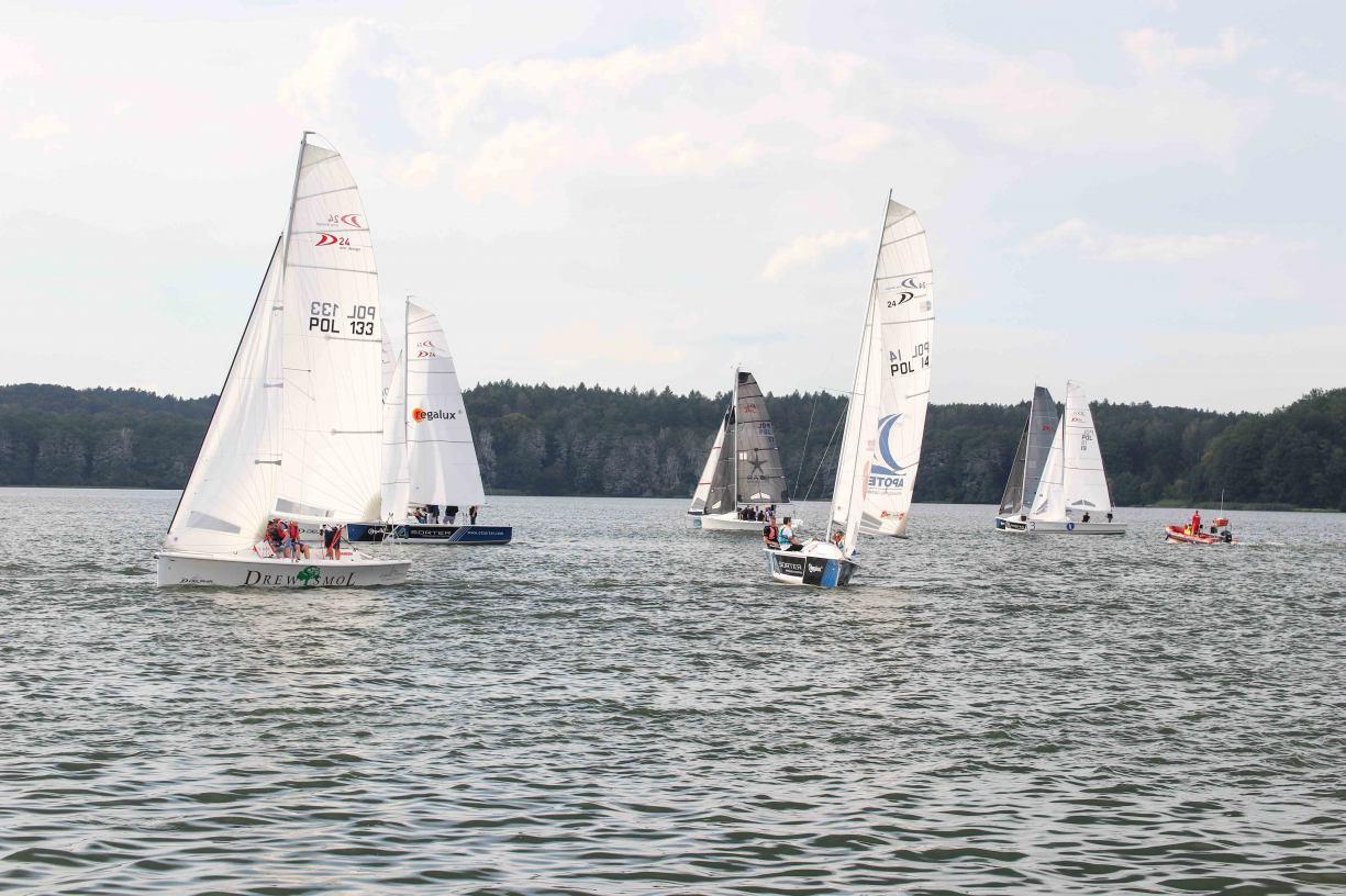 VI Ogólnopolskie Regaty Regalux Delphia24 Cup na Jeziorze Charzykowskim za nami. Zawody pełne emocji, pełne fajnego ścigania
