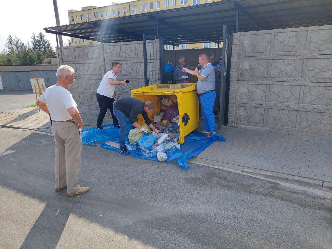 Władze Więcborka ponownie uczą i przypominają mieszkańcom zasady segregacji śmieci