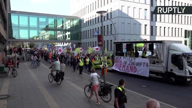Protest pracowników medycznych w Berlinie. Strajk trwa od sześciu dni