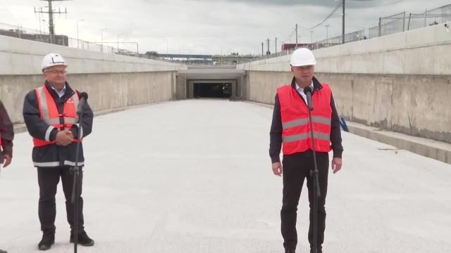 Wyspiarka kończy wiercenie tunelu pod kanałem w Świnoujściu. Budowę odwiedził prezydent A. Duda