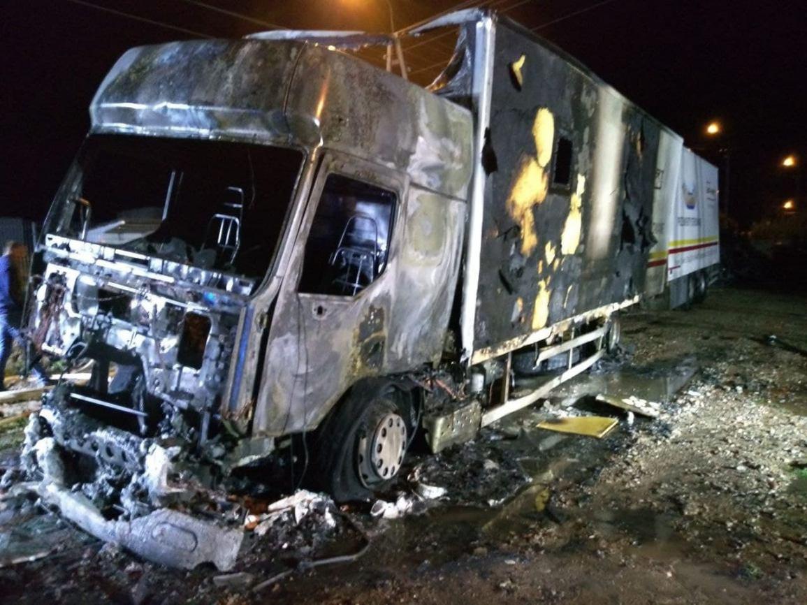 Ciężarowe renault spłonęło w nocy w Wituni k. Więcborka FOTO