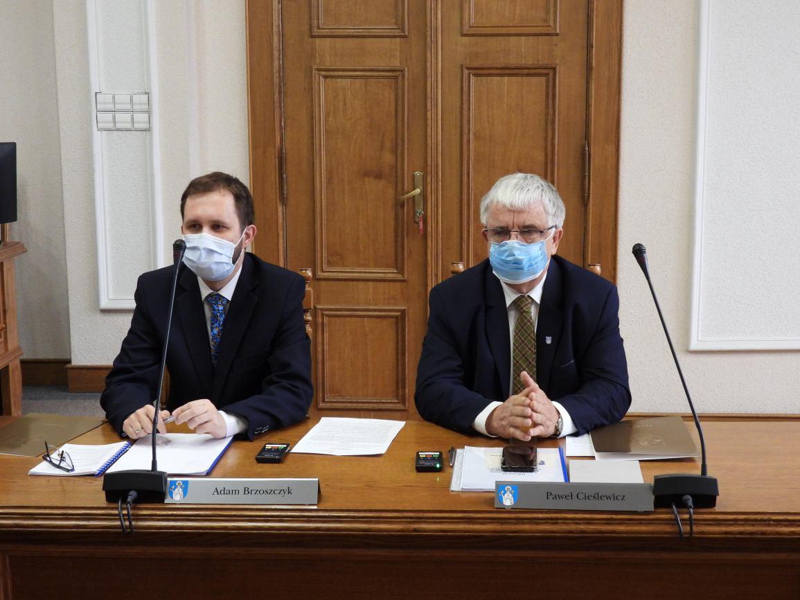 Nowi radni już oficjalnie w Radzie Miejskiej w Tucholi. W piątek 24 września złożyli ślubowanie