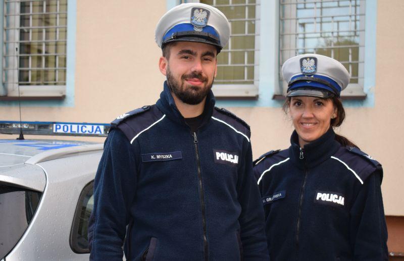 Na co dzień pracują w chojnickiej drogówce, ale wczoraj w nocy skutecznie ratowali ludzkie życie