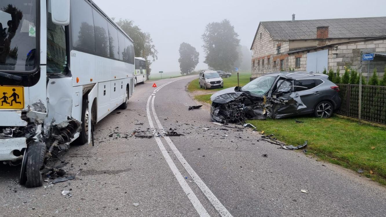 Mężczyzna, który kradzionym autem spowodował kolizję z autobusem szkolnym w Sławęcinie usłyszał zarzut i trafił za kratki