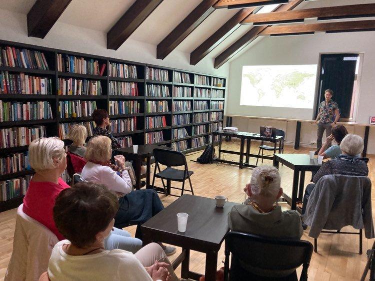Podróżnik Daniel Kocuj z wizytą w Kościerzynie. Opowiadał o swojej rowerowej wyprawie z Australii do Polski