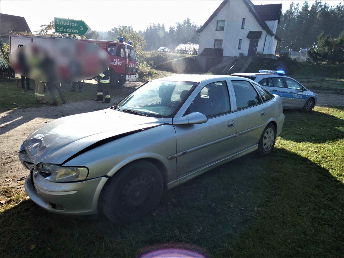 Pijany jechał autem wbrew sądowemu zakazowi i doprowadził do wypadku w powiecie kościerskim