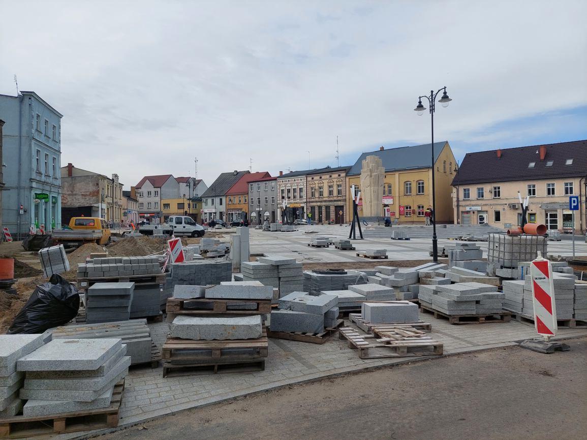 Uroczyste otwarcie odnowionego Placu Wolności w Sępólnie Krajeńskim zaplanowano na 11 listopada FOTO, ROZMOWA