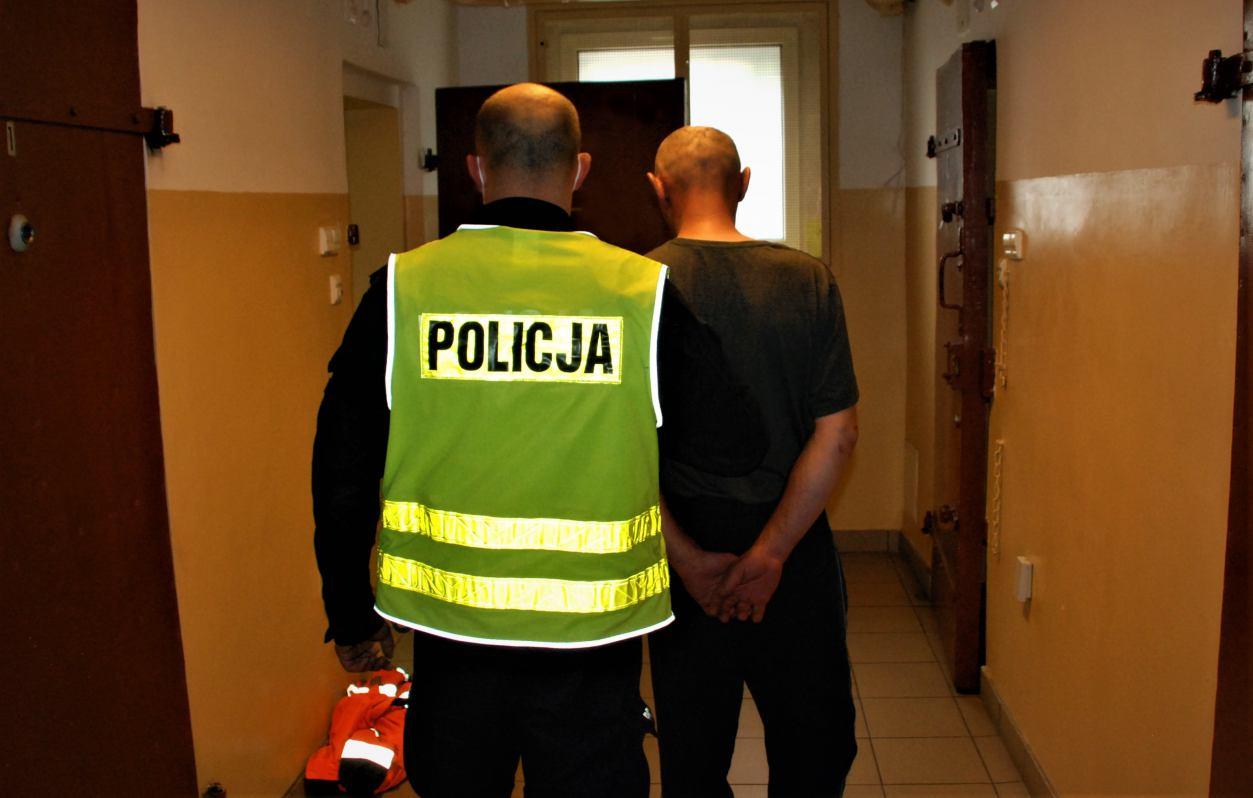 Usiłowanie zabójstwa w trakcie braterskiej kłótni. 40-letni sprawca z powiatu bytowskiego trafił do aresztu