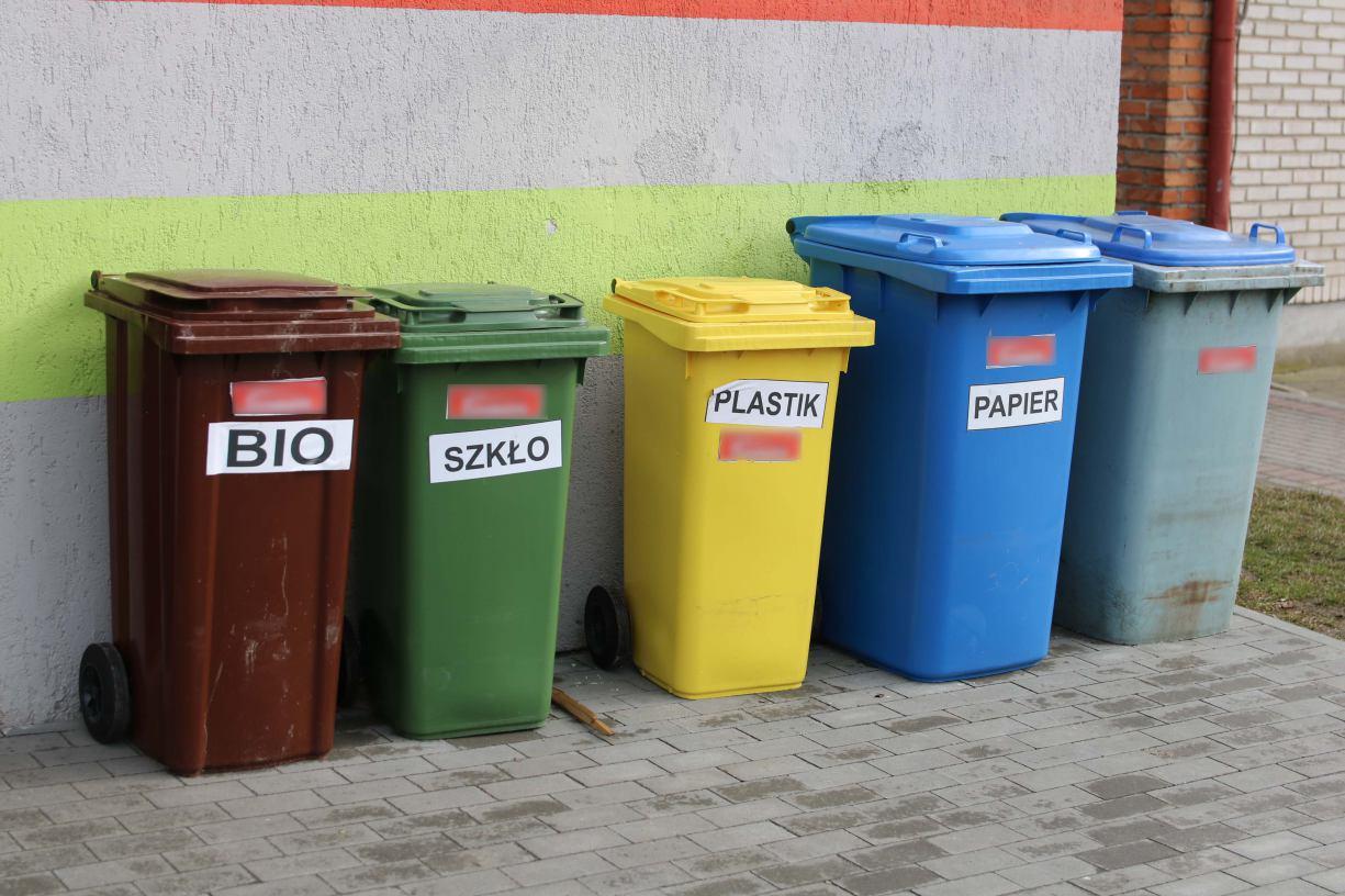 W Człuchowie trwa kontrola deklaracji śmieciowych. Sprawdzamy wszystkich po kolei i będziemy konsekwentni ROZMOWA